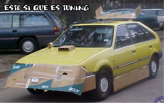 un autoveicolo giallo rimontato
