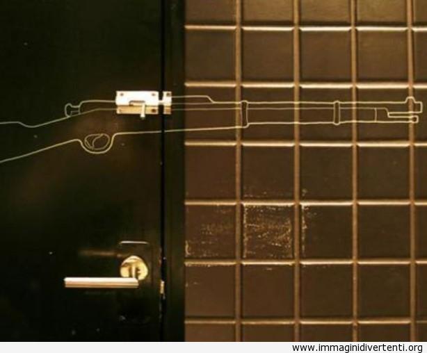 Creativo disegno sulla porta e parete del bagno immagini-divertenti ...