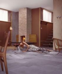 donna-e-pavimento