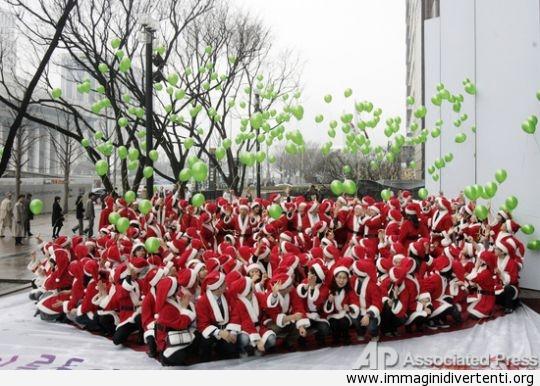 vestito-rosso-palloncini-verdi